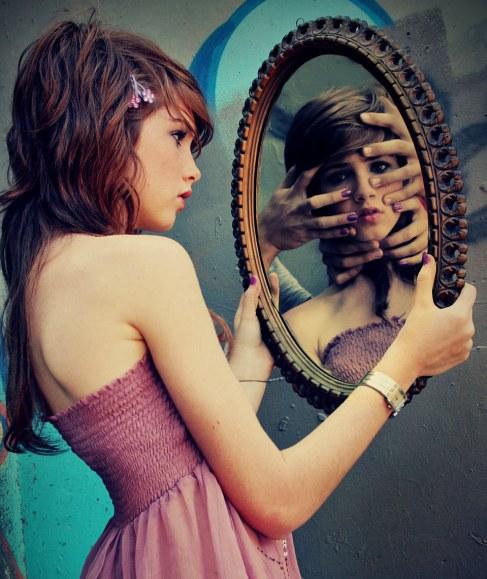 image from :https://pixiepoetess.wordpress.com/2012/09/28/your-reflection/