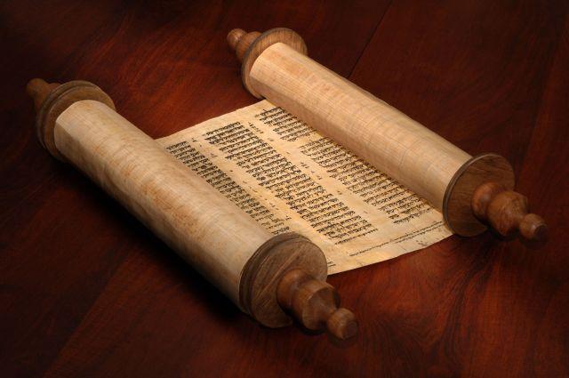 Torah Scroll, Original image from http://www.nachat-austin.org/weekly-torah/