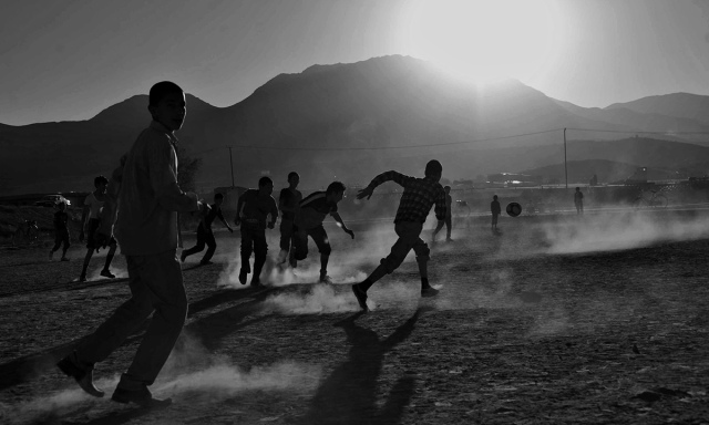 Afghan children playing soccer in front of the ruined Darul Aman Palace on the outskirts of Kabul from www.dawn.com/news/1050835